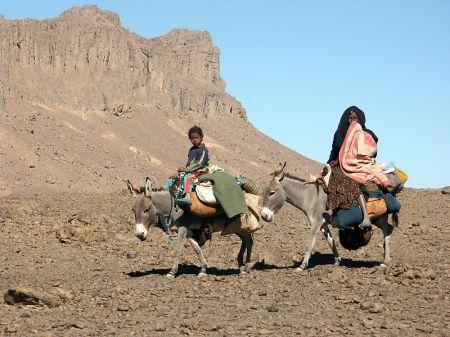 800px-nomad-tuaregs
