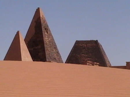 Nubia_pyramids1