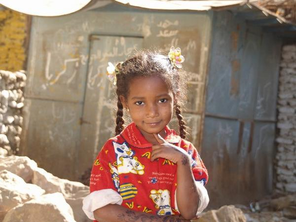 nubian-girl-with-henna-tatoos