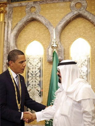 Obama shakes hand with Abdullah